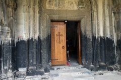 Entrén till Surp Astvatsatsin (Holy Mother of God) church, Akhtala Monastery, Armenien.