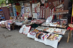 Souvenir-affärer vid entrén till Sanahin Monastery, Armenien.