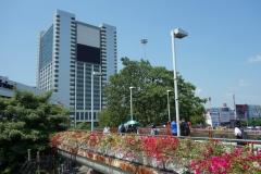 Gångbro över Phayathai Road vid Victory Monument, Bangkok