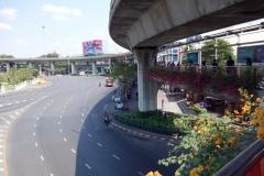 Phayathai Road och Skytrain-banan vid Victory Monument, Bangkok.