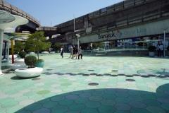 Plattformen ovanför korsningen Phayathai och Rama I Road, Bangkok.