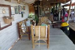 Stopp för lunch på Kuy teaw hoi kha restaurant på väg till Phra Pathom Chedi, Nakhon Pathom.