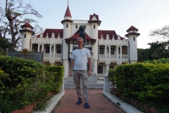 Stefan framför Sanam Chandra Palace, Nakhon Pathom.