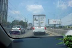 I bilen på väg till Koh Kret. Vi hamnade bakom en IKEA-bil en stund.