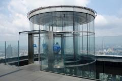 Den lilla separata hissen som tar dig upp till våning 78, MahaNakhon , Bangkok.