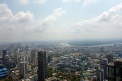 Bangkoks gröna lunga, halvön som sticker ut i Chao Praya-floden och tillhör Phra Pradaeng District, syns tydligt på denna bild.