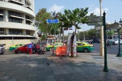 Tanao Road som leder in till den östra änden av Khao San Road, Bangkok.