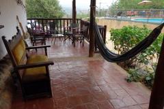Uteplatsen utanför rummet, La Loma Hotel, Barichara.