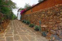 Vacker uppfart till ett av de få hus som finns vid La Loma Hotel, Barichara.