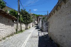 Gatan Rruga Mihal Komnena som går från downtown Berat upp till Berat Castle.
