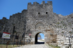 Huvudentrén till Berat Castle, Berat.
