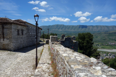 Del av slottsmuren och bostadshus, Berat Castle, Berat.