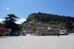 Gatuscen i centrala Berat.