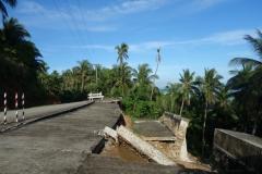 Delar av vägen har rasat nerför berget, Biliran.