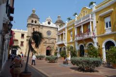 Makalös arkitektur vid Plaza San Pedro Claver, Cartagena.