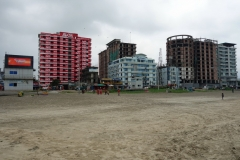 Nya fula hotellkomplex på stranden i Cox's Bazar.