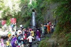 Det ej så imponerande vattenfallet i Himchari National Park som lokala turister vallfärdar till. Jag tyckte det såg konstgjort ut dessutom.