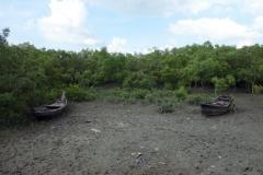 Övergivna båtar vid piren ut till Maheskhali Gorakghata Ghat, Maheskhali island.