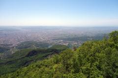 Utsikt över Tirana från utsiktsplatsen vid restaurang Ballkoni Dajtit.
