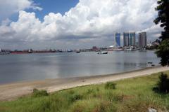 Vy mot hamnen i Dar es-Salaam som är Afrikas fjärde största.