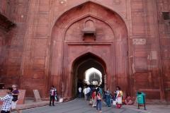 Den maffiga entrén till röda fortet, Delhi.