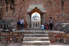 Entrén till Isa Khan's grav, Delhi.