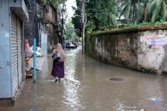 Översvämning i old Dhaka efter massivt regn.
