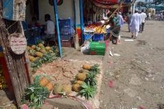 Försäljning av ananas i old Dhaka.
