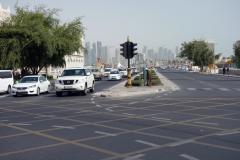Gatuscen längs Banks Street, Doha.