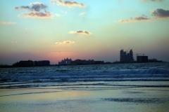 Solnedgång på Jumeira Beach i riktning söderut vid Burj Al Arab, Dubai.