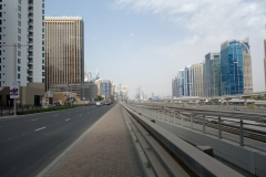 Sheikh Zayed Road vid DAMAC metrostation, Dubai.