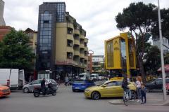 Min promenad till busstationen i Tirana tog mig förbi stadsdelar jag aldrig sett tidigare.