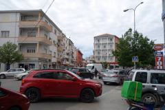 Gatuscen i närheten av busstationen i Durrës.