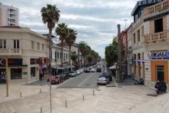 Den del av gatan Bulevardi Epidamn som leder ut från stadens huvudtorg, Durrës.