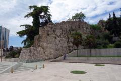 Del av stadsmuren vid huvudtorget i Durrës.