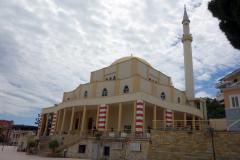 Moskén Xhamia e Madhe e Durrësit vid huvudtorget i Durrës.