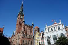 Stadshuset, Mariakyrkan och Artus Court från Długi Targ-torget, gamla stan, Gdańsk.