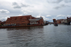 Vy mot gamla staden från gångbron över till Olowianka-ön, Gdańsk.
