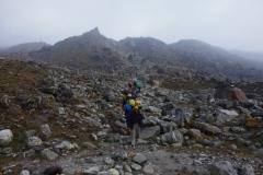 Mötande sherpas på EBC-trekken mellan Lobuche och Gorak Shep.