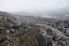 Trekking längs Khumbu-glaciären upp till Everest Base Camp.