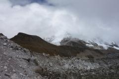 Bergen längs leden upp mot Everest Base Camp. Synd på det molniga vädret!
