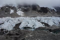 Khumbu-glaciären alldeles vid Everest Base Camp och Khumbu Ice Fall.