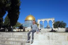 Stefan med Klippdomen i bakgrunden, Tempelberget, Jerusalem.