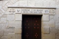 Station 5: Platsen där Jesus tros ha fått hjälp av Simon the Cyrene att bära korset, Via Dolorosa, Jerusalem.