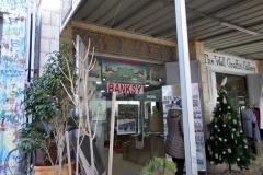 Banksy shop nära Muren som skiljer Västbanken från Israel vid Checkpoint 300, Betlehem.