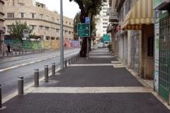 Promenaden från lägenheten i förorten till centrala Jerusalem.