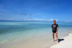 Stefan på västra änden av Kalanggaman island. Nordspetsen av Cebu samt Malapascua är syns i bakgrunden.