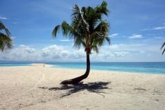 Vy mot östra änden av av Kalanggaman island med Leyte i bakgrunden.