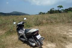 Min hyrda motorcykel på vägen ner från Bokor Mountain,  Preah Monivong Bokor National Park, Kampot province.