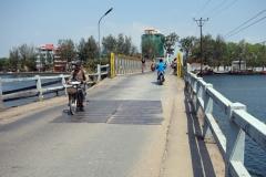 Entanou bridge över floden Preaek Tuek Chhu, Kampot.